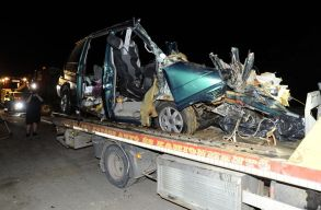 Nem volt érvényes forgalmi engedélye a balesetezõ Maros megyei kisbusznak