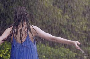 Az ilyenkor megszokottnál melegebb lesz a hétvégén, de egy-egy zápor lehûthet