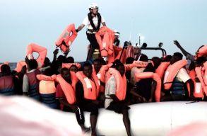 Hatalmas dráma zajlott a Földközi-tengeren: sem az olaszok, sem a máltaiak nem akarták kikötni hagyni a menekültekkel teli hajót