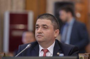 Elutasította a szenátus a gazdasági miniszter ellen benyújtott egyszerû indítványt