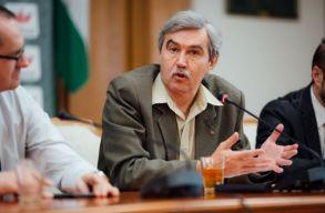 Márton Árpád magyarázza, hogy az RMDSZ miért szavazta meg büntetõ-eljárási törvénykönyv módosításait