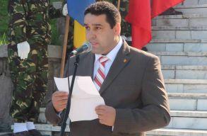 A Kovászna megyei prefektus azt kéri a háromszékiektõl, hogy öltözzenek trikolór-színekbe