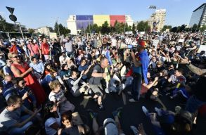 Több ezer ember ment ki szerdán is tüntetni Bukarestben és az ország nagyvárosaiban