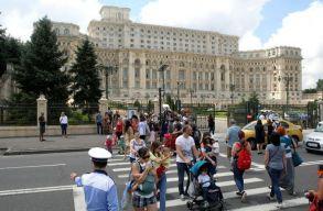 Babakocsit toló anyukák tiltakoznak Bukarestben a kormány ellen