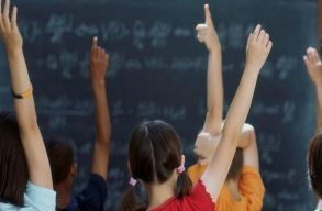 Egyre kevesebb a magyar gyerek, az osztályok összevonását viszont meg lehet már állítani
