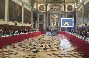 A Velencei Bizottság a magas rangú vezetõ ügyészek kinevezésének felülbírálását javasolja