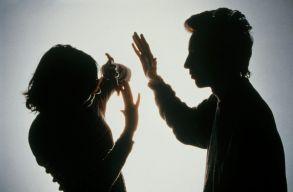 Új-Zélandon 10 nap fizetett szabadság fog járni a családon belüli erõszak áldozatainak