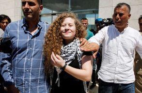 Kiengedték az izraeli katonákat megpofozó palesztin lányt a börtönbõl