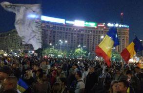 Vasárnap este is folytatódtak a tüntetések
