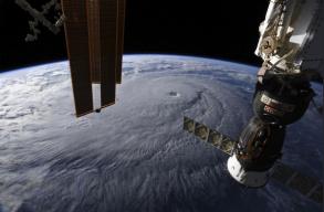 Az állam történetének egyik legerõsebb hurrikánja közeleg Hawaii partjai felé