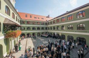 Átadták Kolozsváron a Református Kollégium megújult épületét