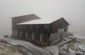 Lehullott az idei elsõ hó a Madarasi Hargitán is