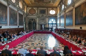 Velencei Bizottság: a Btk. módosítása szükségszerû volt, de nem így kellett volna csinálni