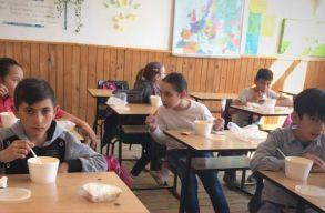 Egy SMS-sel biztosíthatsz meleg ebédet egy éhes gyermek számára