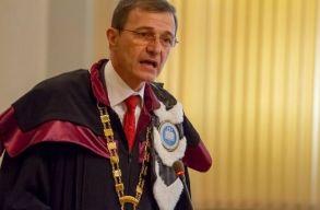 Ioan Aurel Pop: az egyetemeink kiválóak, a betegségeket pedig templomban is gyógyítják