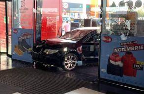 Egy embert megkéselt, gyalogosokat gázolt el, majd bevásárlóközpontba hajtott egy férfi Brãilán