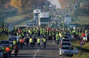 Mintegy ezer helyen tüntetnek francia civilek az üzemanyag adójának emelése miatt, egy személy életét vesztette