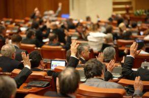 Továbbra sem lehetnek egyéni vállalkozók a honatyák, miniszterek, polgármesterek