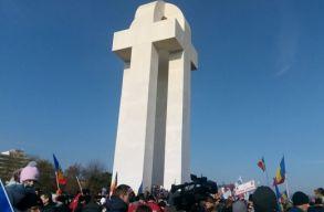 Felavatták Gyulafehérváron az egyesülés emlékmûvét