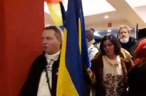 Román népviseletbe öltözött személyek zavarták meg Székely Csaba drámájának sepsiszentgyörgyi bemutatóját