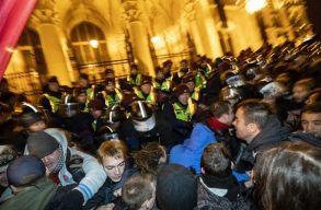 Budapest: könnygázt is bevetett a rendõrség a túlóratörvény miatt tiltakozók ellen