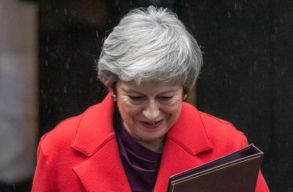 Megmenekült Theresa May, maradhat brit miniszterelnök a bizalmi szavazás után