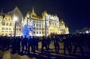 Harmadik napja tüntetnek Budapesten