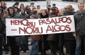 Negyedik hete zajlik Litvániában a tanügyesek általános sztrájkja