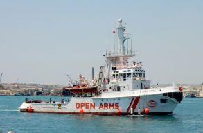Nem engedi kihajózni az Open Arms civil mentõhajót a barcelonai kikötõi hatóság