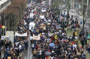 Több mint tízezer fiatal tüntetett a klímaváltozás elleni küzdelem fokozásáért Brüsszelben