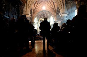 Kétezer órán át imádkoztak azért, hogy ne toloncoljanak ki egy örmény családot Hollandiából