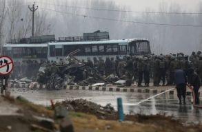 Iszlamista merénylet Kasmírban: legalább 34 halálos áldozat
