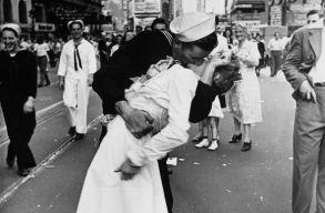 Meghalt a világ legikonikusabb csókolózós fényképén szereplõ egykori matróz