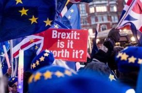Elutasította az alsóház a megállapodás nélküli Brexitet, halasztást akarnak