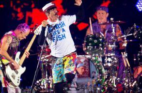 Ma este élõben nézheted az Egyiptomban koncertezõ Red Hot Chilli Peppers-et!