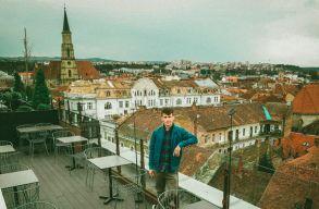 Sokezer ember kapott impulzust Kolozsvárról. A búcsúzó Balcony TV producerével beszélgettünk