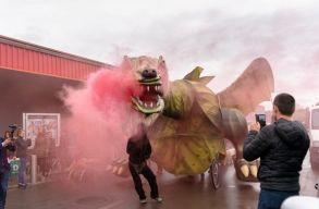 Ultimátumot adott a sárkány Szentgyörgynek: ha április 24-én nem kap egy szüzet, felégeti a várost