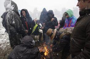 Meglepte a hó és a fagy a Teknival fesztiválozóit