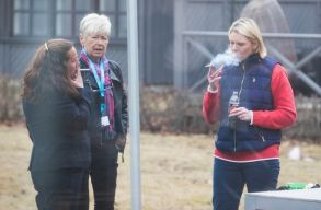 A norvég egészségügyi miniszter szerint hagyni kell az embereket inni, cigizni és vörös húst enni