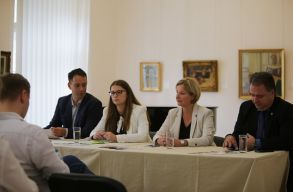 Kampányértékelõ: bírálták is az emberek az RMDSZ-t, de megértették, hogy a választás nemzeti ügy