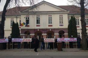 Zárolták az ozsdolai erdõvagyont, munka nélkül maradtak az emberek