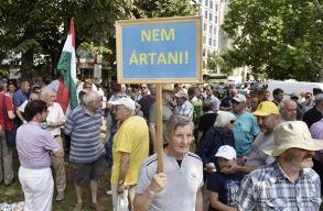 Tüntetnek az MTA megcsonkítása miatt Budapesten