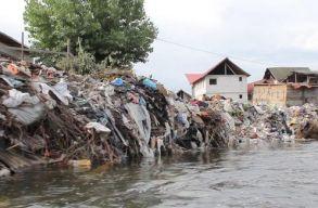 Emil Boc szerint nem a város feladata a Szamost szennyezõk megfékezése