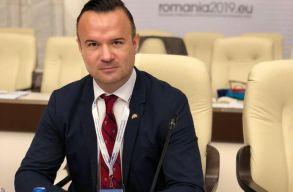 Dãncilã kirúgatja az Országos Egészségügyi Pénztár elnökét és szóvivõjét