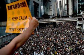Kína figyelmeztette a hongkongi tüntetõket, közben a nyugati sajtónak is üzent