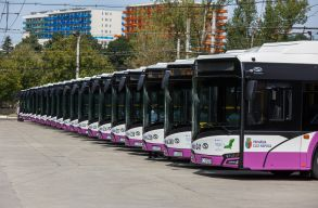 Újabb 20 elektromos buszt helyeztek forgalomba Kolozsváron