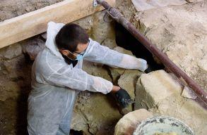 Érintetlen kriptát találtak a bánffyhunyadi református templomban