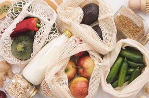 Zero waste akció Sepsiszentgyörgyön: négyszáz hálós bevásárlózsákot osztanak szét a piacon