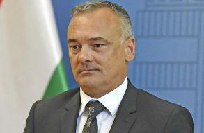 Kilépett a Fideszbõl a szexbotrányba keveredett gyõri polgármester