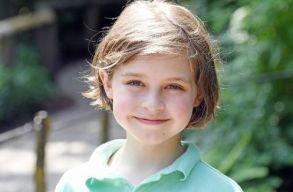 Kilencéves, és hamarosan befejezi a villamosmérnöki egyetemet egy belga kisfiú